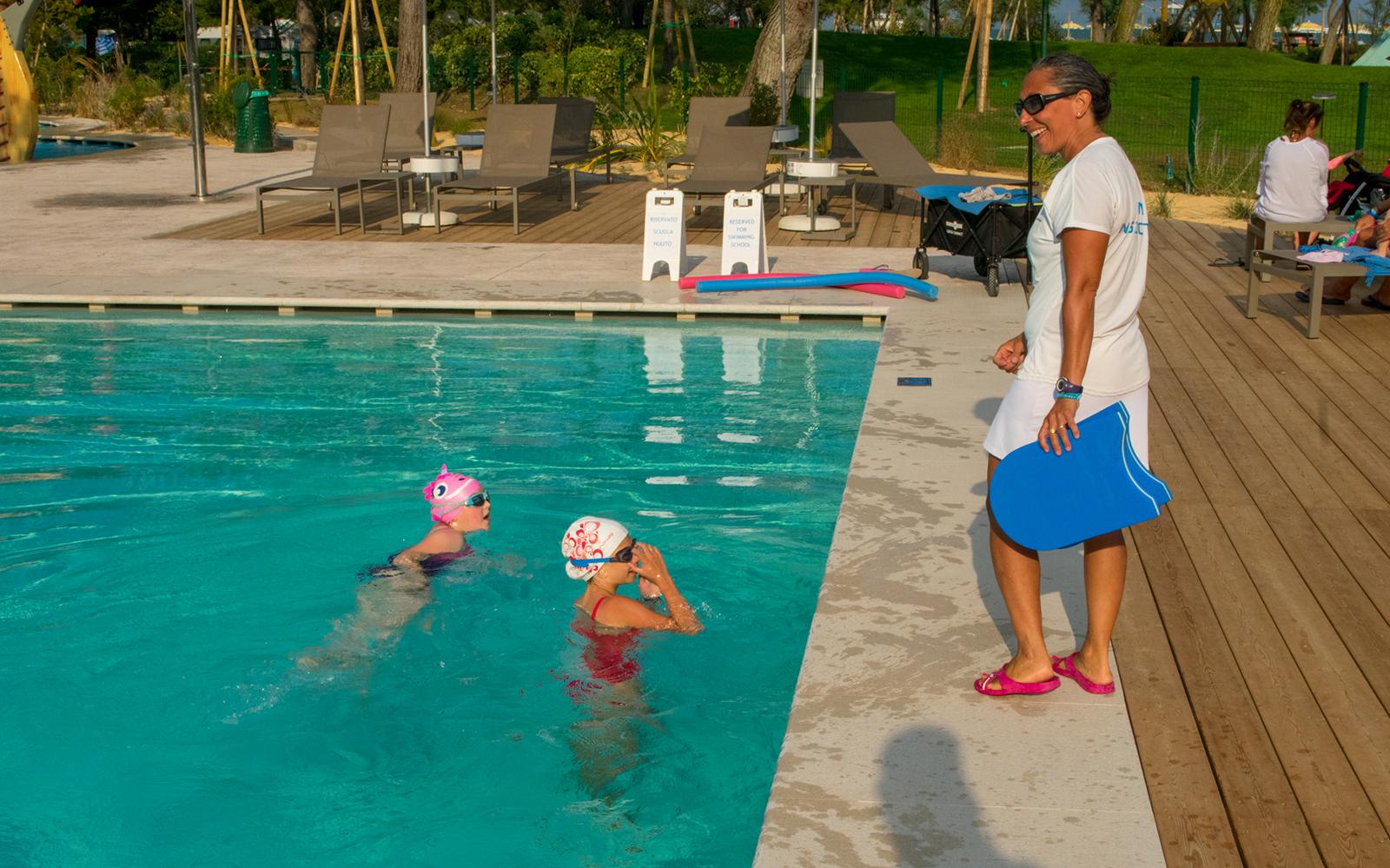 4-Lezioni-nuoto-bambini-ragazzi-piscina-Jesolo
