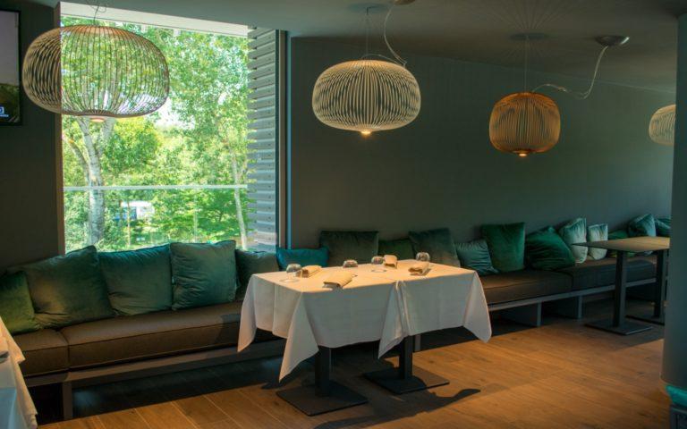 06 Il-Ginepro-sala-interna-tavolo-le-terrazze