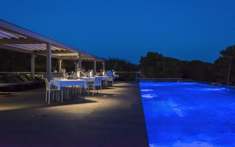 10 Il-Ginepro-cena-in-piscina