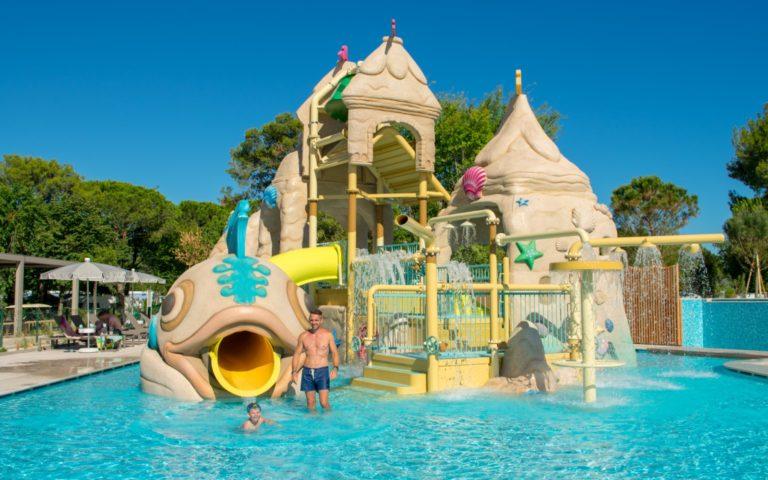 Castello-pool-kids-water
