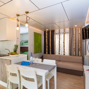 04-Camping-Mediterraneo-kitchen-dining-room