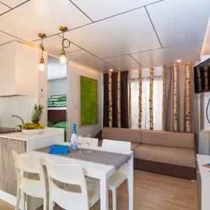 04-Camping-Mediterraneo-kitchen-dining-room