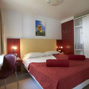 06-Maxi-Med-Classic-Bedroom