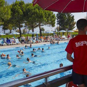 07-Feriendorf-mit-Schwimmbaeder