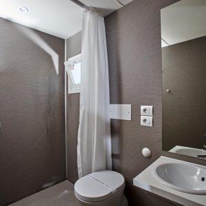 09-Chalet-Laguna-Mini-Bathroom