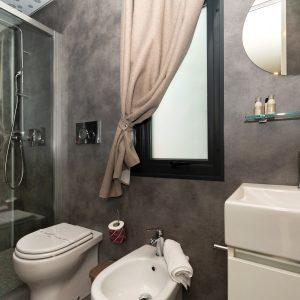 11-Ausgestattete-Badezimmer-Glamping-Home-Jesolo