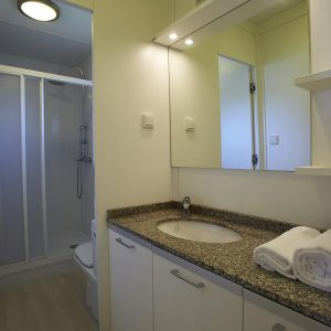 12-Maxi-Med-Family-Bathroom